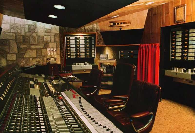 Mountain Studios in Montreux, Switzerland, Queen's recording studio from 1978 to 1995. Mercury recorded his final vocals here in May 1991. (© Nono du 59, CC BY-SA 3.0)