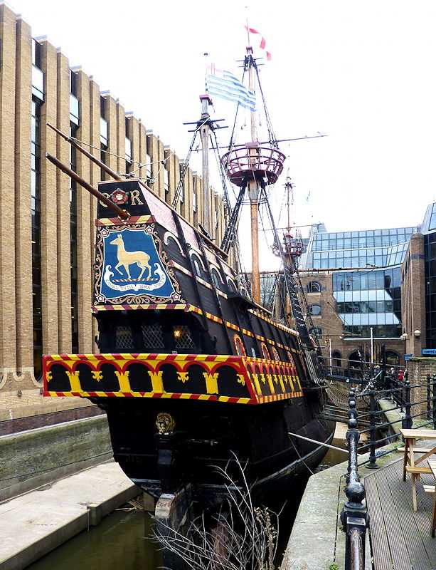Replica of the Elizabethan galleon, The Golden Hind, captained by Francis Drake in 16th Century, Southwark, London, UK (© Jose L. Marin, CC BY 2.5)