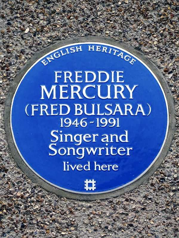 English Heritage blue plaque at 22 Gladstone Avenue, Feltham, London (© Spudgun67, CC BY-SA 4.0)
