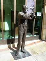 Sculpture of Francis Crick in Northampton