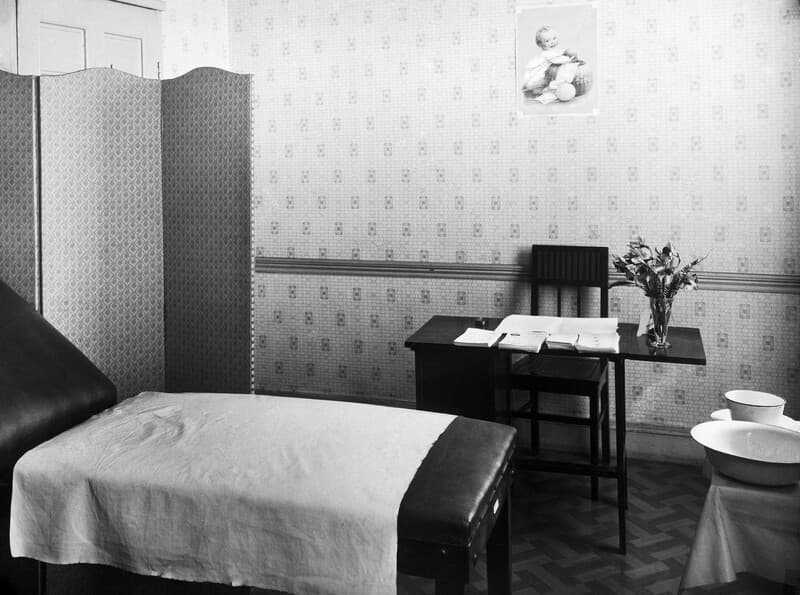 Interior of Marie Stopes's birth-control clinic, Whitfield Street, London. (© wellcomeimages, CC BY 4.0)