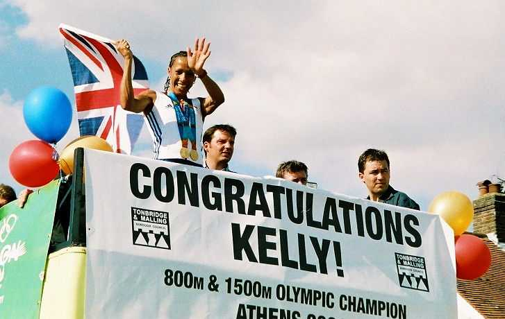 Photo of Kelly Holmes in Hildenborough, Kent, UK during her homecoming parade following the 2004 Summer Olympics (© Halsteadk, CC BY-SA 3.0)
