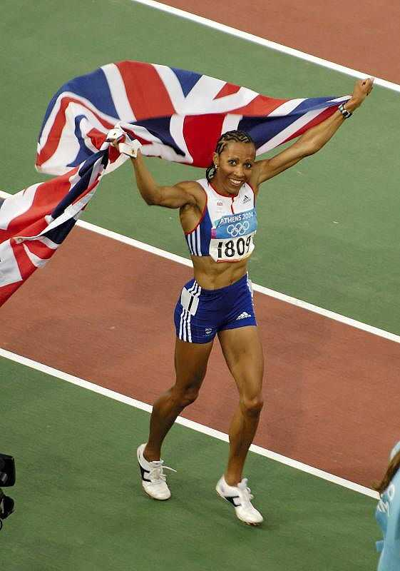 Kelly Holmes on her lap of honour after winning the 1500m final (© Russell Garner, CC BY-SA 2.0)