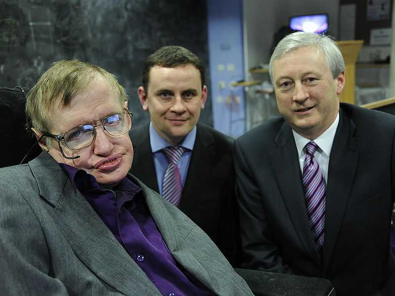 Prof. Stephen Hawking with David Fleming, manager of the Intel Innovation Open Lab in Ireland (center), and Martin Curley, vice president of Intel Labs Europe (© Intel Free Press, CC BY-SA 2.0)