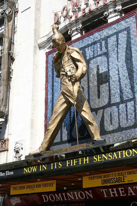 Mercury statue above the West End's Dominion Theatre in London (© Chris Brown, CC BY 2.0)