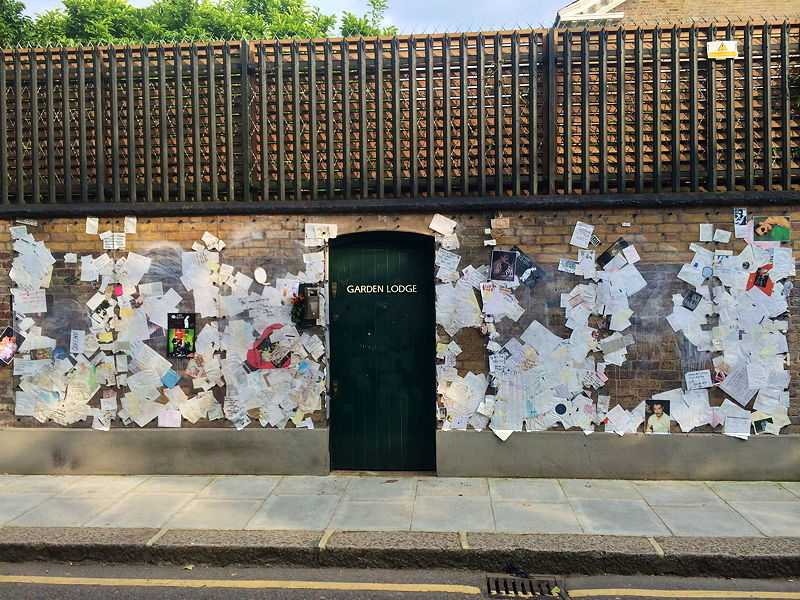 The outer walls of Mercury's final home, Garden Lodge, 1 Logan Place, West London, became a shrine to the late singer. (© Adnergje, CC BY-SA 3.0)
