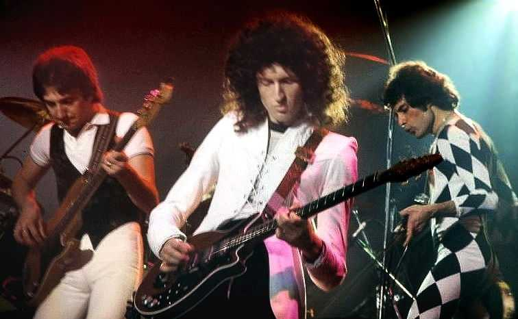 Queen performing in New Haven, CT in 1977 (© Carl Lender, CC BY-SA 3.0)
