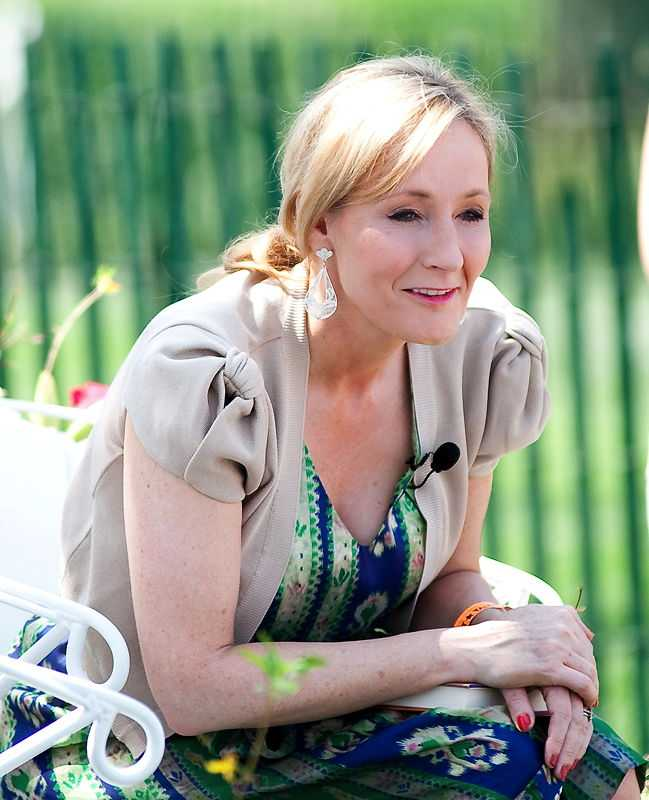 A photo of J.K. Rowling reading from Harry Potter and the Sorcerer's Stone at the Easter Egg Roll at the White House in 2010. (© Daniel Ogren, CC BY 2.0)