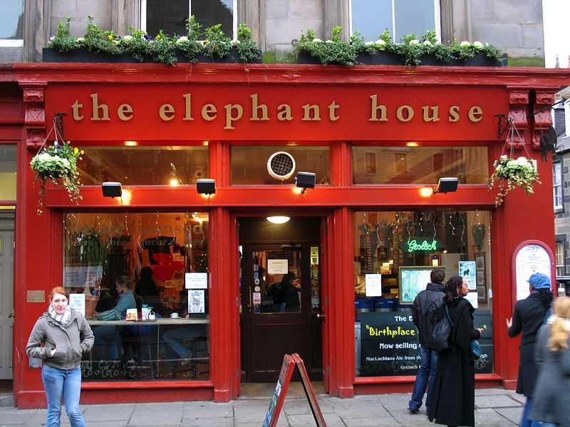 The Elephant House, one of the cafés in Edinburgh in which Rowling wrote the first Harry Potter novel (© Stephen Montgomery, CC BY-SA 2.0)