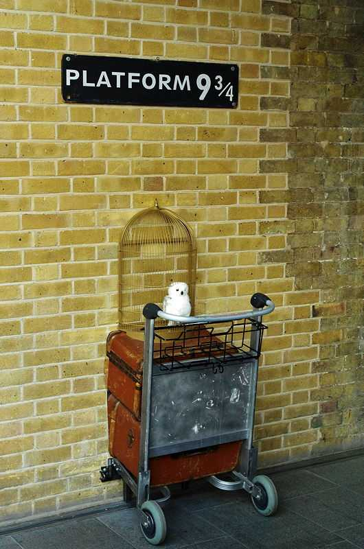 Rowling's parents met on a train from King's Cross Station. After Rowling used King's Cross as a gateway into the Wizarding World it became a popular tourist spot. (© Bert Seghers, CC0)